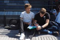 Deux Étudiants sur la terrasse - rentrée 2019 - Centre Laennec Paris - Prépa médecine - © Ignazio TORRES