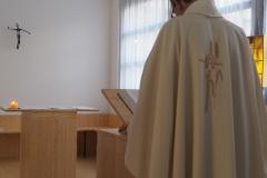 Père Olivier Paramelle officiant à la messe - rentrée 2019 - Centre Laennec Paris - Prépa médecine - © Ignazio TORRES