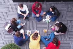 Étudiants en cercle sur la terrasse - de rentrée 2019 - rentrée 2019 - Centre Laennec Paris - Prépa médecine - © Ignazio TORRES